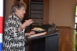 Dra. Sandra M. Gilbert, Profesora Emerita de English en la Universidad de California en DaCrossing the Borders of History: Eve in Modern Women's Poetry V Congreso Internacional de Lenguas Modernas: Cruzando Fronteras Lingüísticas, Literarias y Culturales
