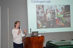 """Dra. Danielle E. Matthews, profesora catedrática en desarrollo cognitivo del Departamento de Psicología de la Universidad de Sheffield, conferencia """"La promoción del desarrollo lingüístico en la infancia: evidencia de un ensayo aleatorizado controlado"""""""