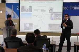 roberto aguilar luis monge en  KARI International Space Training