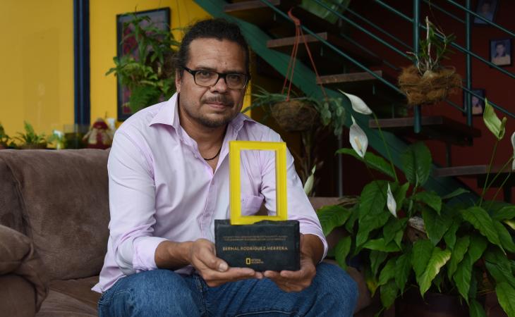 Premio de la National Geographic Society/Buffett 2021,  Dr. Bernal Rodríguez Herrera,  Conservación murciélagos