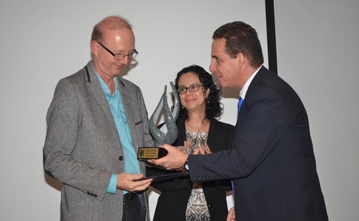 El Premio al Investigador(a)  CICAP 2017.
