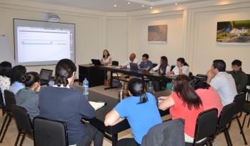 Cerca de 20 funcionarios (as) de la Vicerrectoría de Investigación de la UCR en la Sala Girasol
